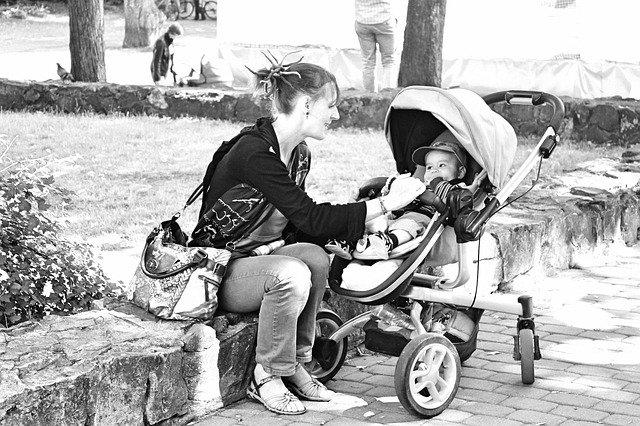 לשמור על תינוק חייכן בצילומי משפחה